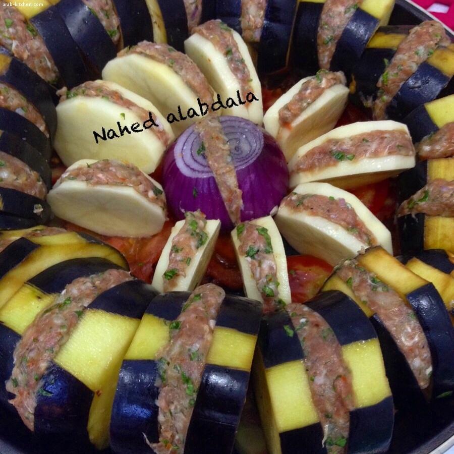 صينية بادنجان وبطاطا مع لحمة بالفرن