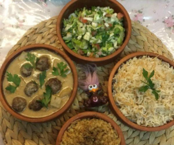 كرات اللحم بديس رمان وطحينة